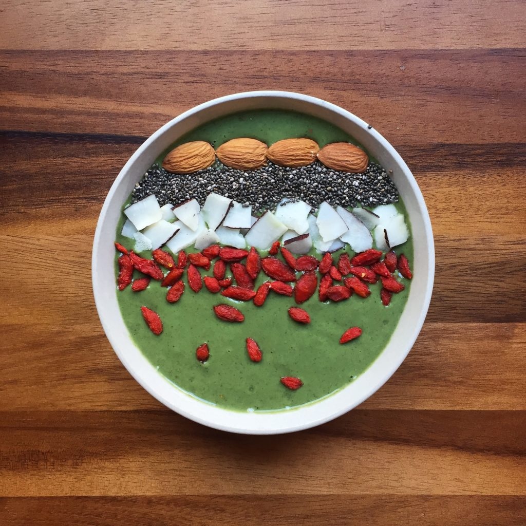 Healthy vegan Breakfast-All green smoothie bowl